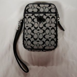 BRAND NEW COACH WALLET WRISTLET SIGNATURE POUCH